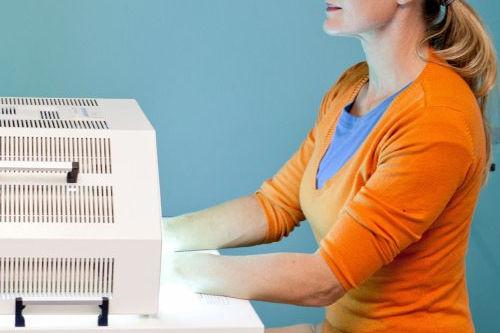 Fototerapia PUVA - naświetlanie lampami PUVA jako skuteczna forma walki z łuszczycą i AZS