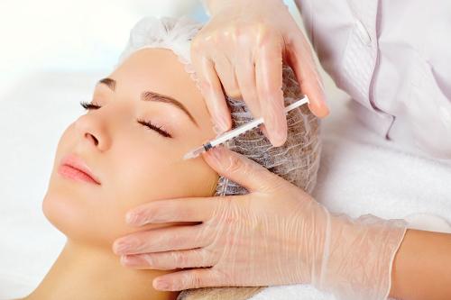 Mezoterapia igłowa - czym jest, jak wygląda, wskazania i przeciwwskazania do zabiegu